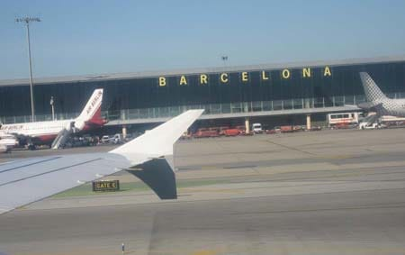 Аэропорт Барселоны «Эль Прат» принял больше пассажиров в   августе, чем аэропорт Мадрида «Барахас»