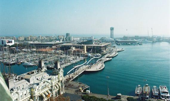 Порт Барселоны не снижает ритма работы