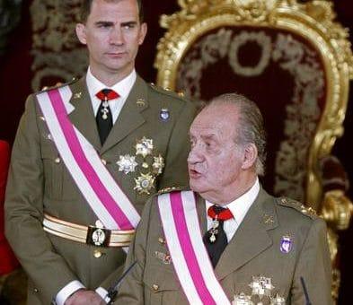 Король Испании Хуан Карлос I отрёкся от престола