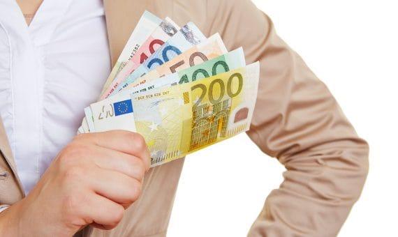 Банк Испании считает, что уже можно повышать заработную плату
