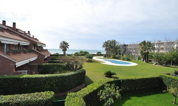 Дом на берегу, в Испании: ваш таунхаус