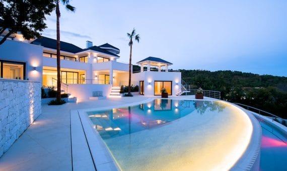 Четыре месяца снижения цен на недвижимость в Испании