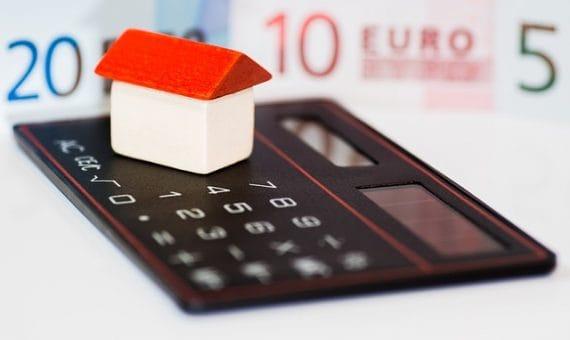 Стоимость жилой недвижимости снизилась в августе