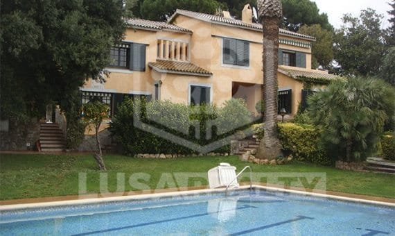 Дом с видом на море и горы вблизи моря в Канет-де-мар | 10018-2-570x340-jpg