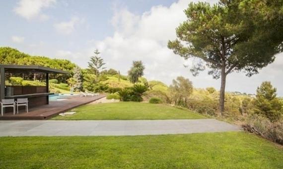 Продажа виллы в современном стиле на большом участке в пригороде Барселоны | 10321-12-570x340-jpg