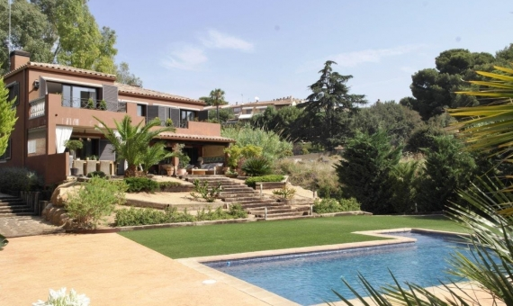 Дом новой постройки недалеко от Барселоны в Сан-Андрес-де-Льеванерас | 10512-0-570x340-jpg