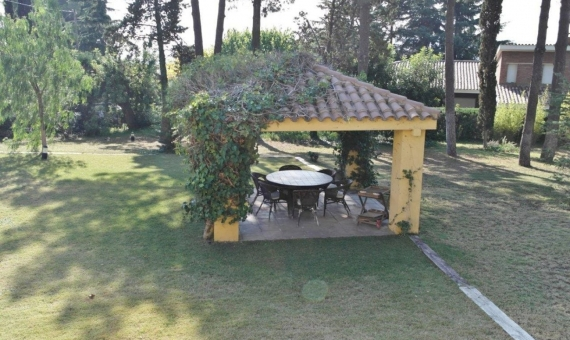 Старинный дом-особняк с лесом в Кабрера де Мар | 10527-7-570x340-jpg