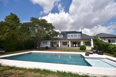 Дом 570 м2 с садом и бассейном в Сан Кугат