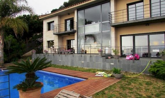 Современнаяя вилла с живописными видами на море в престижной урбанизации Кала Сан Францеск, Бланес | 11030-19-570x340-jpg