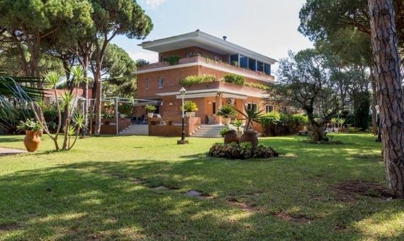 Уютный дом большой площади близко к морю в Кастельдефельс | 11309-10-570x340-jpg