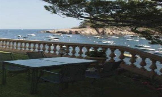 Вилла с прямым выходом на пляж в Сан-Фелиу-де-Гишольс | 12371-1-570x340-jpg