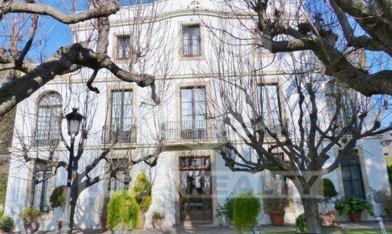 Продажа старинного поместья в пригороде Барселоны с разрешением на отель | 12439-15-570x340-jpg