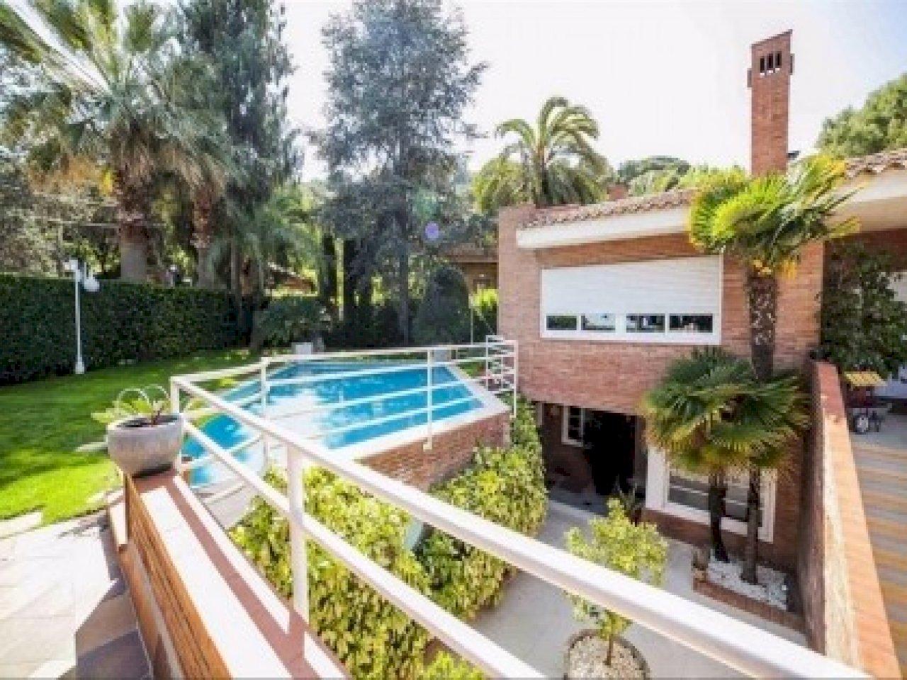 Дом площадью 400 м2 с детской площадкой в Кабрильсе | 14-lusa-villa-cabrils-15-420x280-jpg