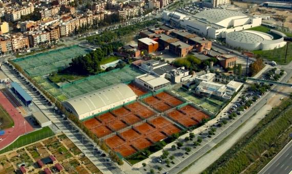Продажа теннисного клуба с большой территорией более 20.000 м2 | 3-20170221-190937-1-570x340-jpg