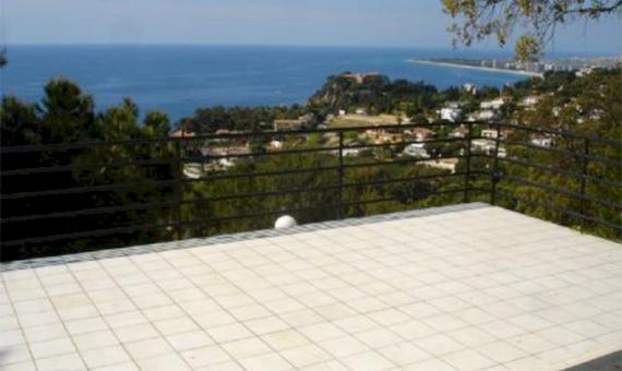 Вилла с видом на море на участке 1200 м2 в Бланесе | 4745-2-570x340-jpg