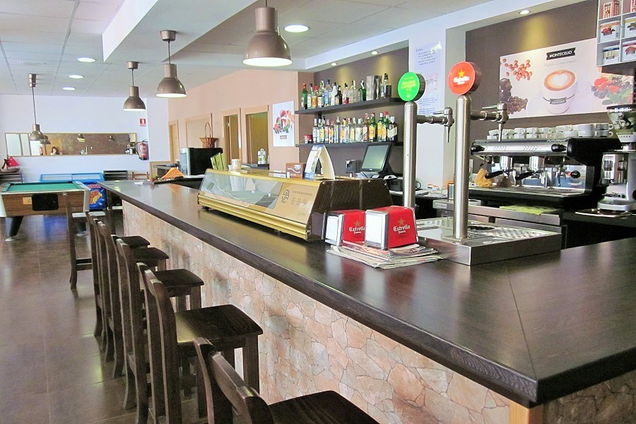 12607 — Ресторан 178 м2 + терраса 15 м2 в траспасо в Кастельдефельсе | 706-3-jpg