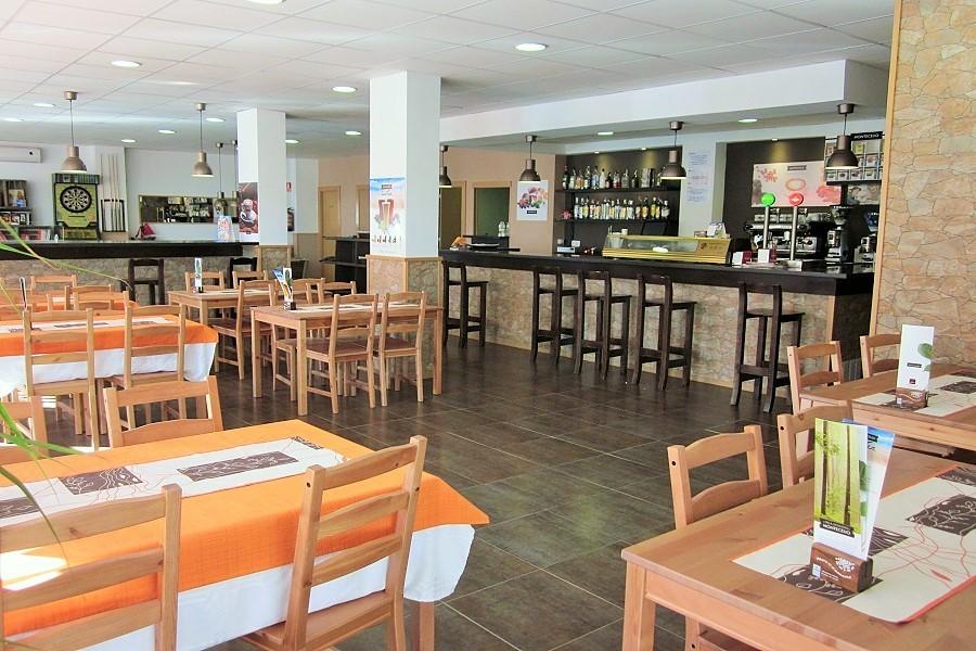 12607 — Ресторан 178 м2 + терраса 15 м2 в траспасо в Кастельдефельсе | 706-6-jpg