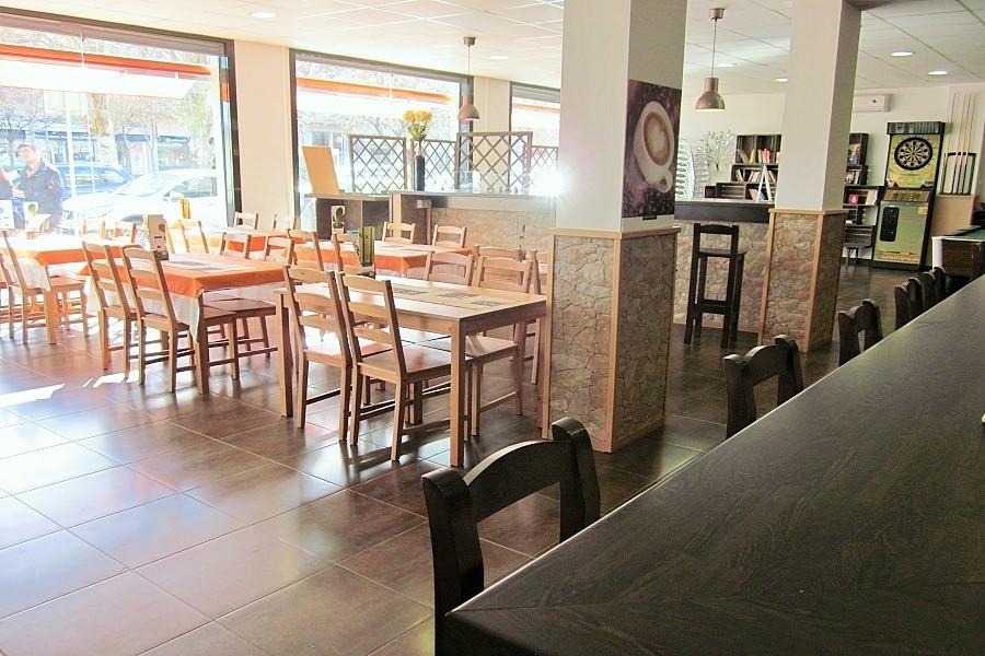 12607 — Ресторан 178 м2 + терраса 15 м2 в траспасо в Кастельдефельсе | 706-7-jpg