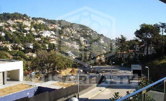 Вилла на участке 1500м2 с видом на горы в Бланесе   8931-4-560x340-jpg