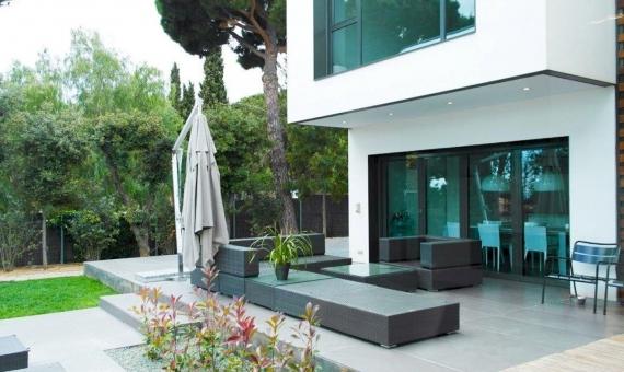Вилла 430 м2 в кубическом стиле в Сан-Андрес-де-Льеванерас   9767-0-570x340-jpg