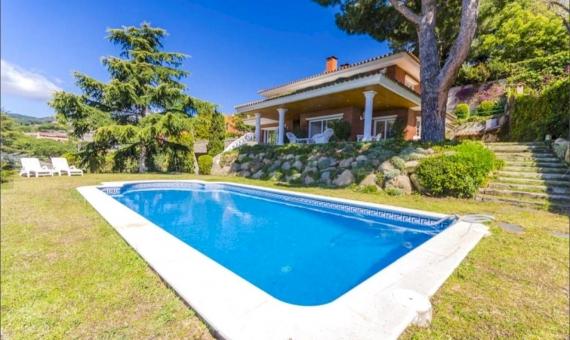 Дом 762 м2 новой постройки с видами на море в Кабрильс | 0-lusarealty-house-cabrils-barcelona00001jpeg-570x340-jpg