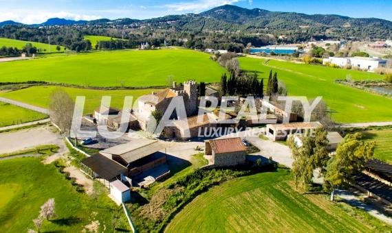 Замок в Барселоне с полем для гольфа 18 Га | 1-2lusa-realty-masia-barcelona-570x340-jpg
