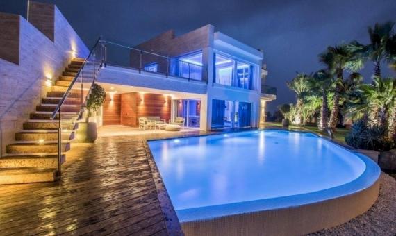 Современная вилла 900 м2 с видом на море в Плайя де Аро | 14-luxury-villa-costa-brava-lusa-realty00015jpeg-570x340-jpg
