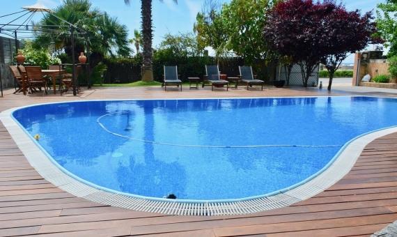 Дом с бассейном в 100 м от пляжа в Кастельдефельсе | 2-lusa-realty-house-rent00003-570x340-jpg