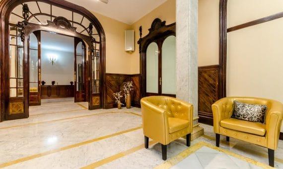 Продажа отеля 2 ** рядом с площадью Каталонии | 40624646-570x340-jpg