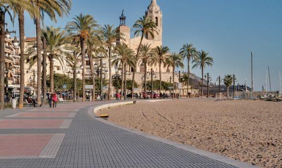 Продажа или аренда комплекса туристических апартаментов в Ситжесе | semana-santa-en-sitges-2017-570x340-jpg