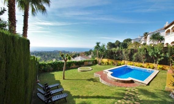 Великолепная вилла с собственным бассейном на побережье Коста Дорада | 2-570x340-jpg