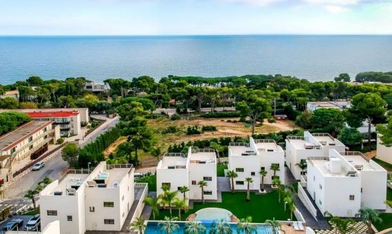 Инвестиционный проект из частных вилл в элитном отельном комплексе в Плайя-де-Аро | drone-9-of-14-570x340-jpg