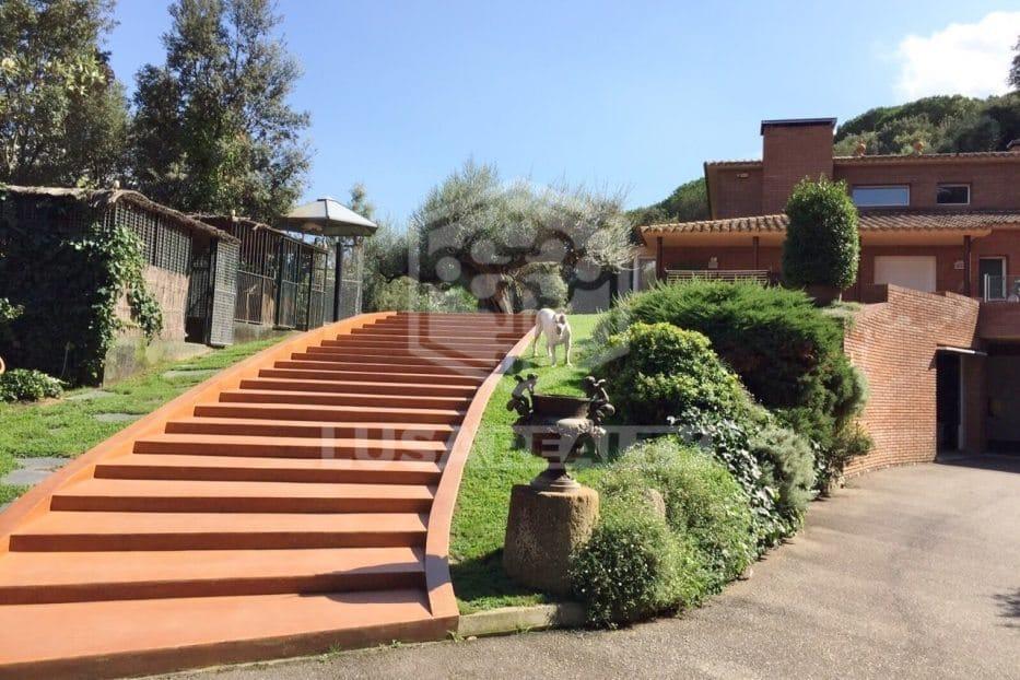 дом с зоопарком в Испании