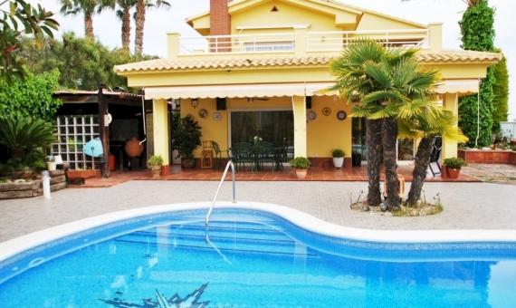 Вилла с бассейном в нескольких минутах от пляжа в Калафель | 1-fileminimizer-1-570x340-jpg