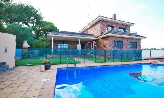 Семейная вилла 200 м2 с частным бассейном в Кома-Руга | 1-570x340-jpg