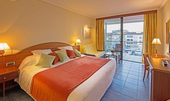Отель 4**** площадью 2.663 м2 с рестораном в Эмпуриабрава | 153582979-570x340-jpg