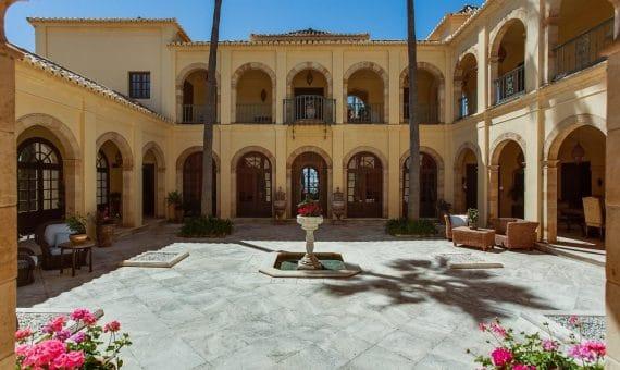 Вилла в Марбелье 1000 м2, сад, бассейн, парковка     263-00454p_8468-570x340-jpg